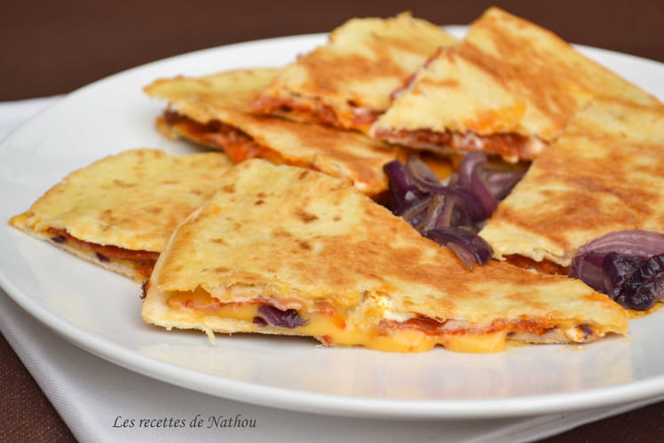 Quesadillas au chorizo, oignons rouges et cheddar