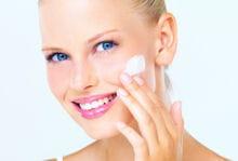 les crèmes anti-rides qui contiennent de l'acide hyaluronique peuvent être une