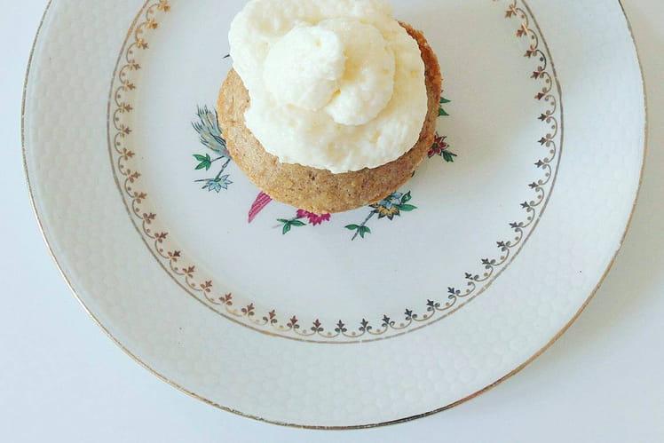Cupcake à la cannelle sans gluten et topping à la noix de coco