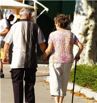la prévalence de la maladie d'alzheimer augmente très fortement avec l'âge.