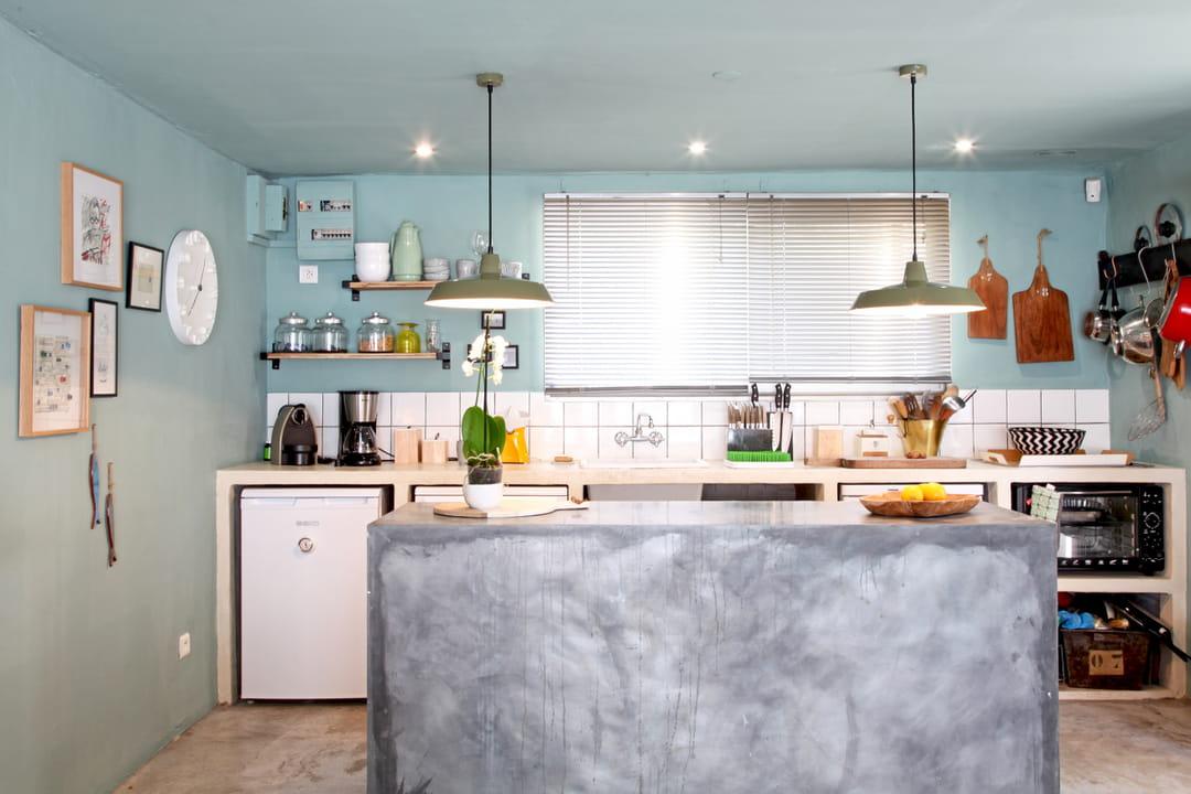 cuisine-ilot-central-beton-cire