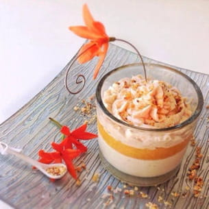 verrine chocolat blanc, gingembre, coulis mangue passion et chantilly aux