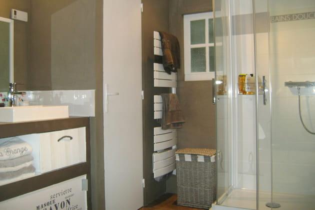 salle de bains les mat riaux naturels l 39 honneur. Black Bedroom Furniture Sets. Home Design Ideas