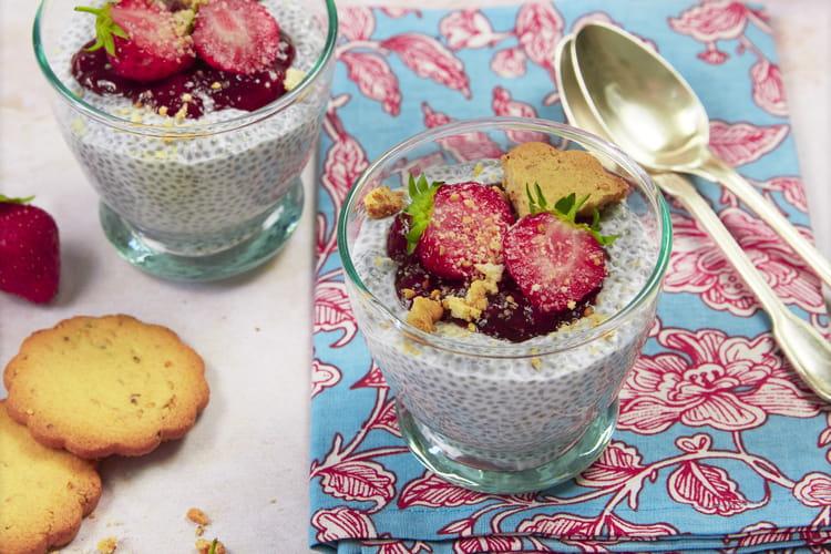 Porridge graines de chia aux fraises