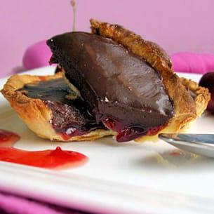 tartelettes au chocolat sur lit de cerises