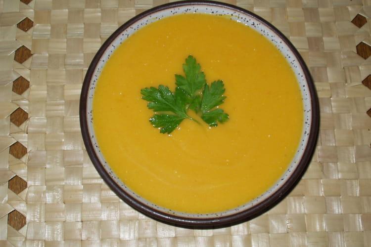 Velouté de carottes au lait de coco, ail et oignon