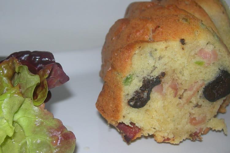 Cake au speck, olives et petits pois