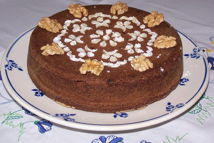 Gâteau au chocolat, noix et raisins