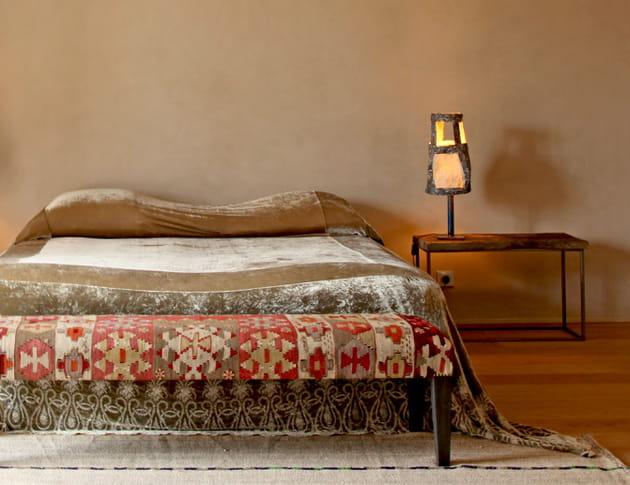 Table de nuit authentique en bois et métal