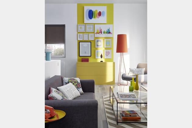 Un salon qui joue sur les couleurs