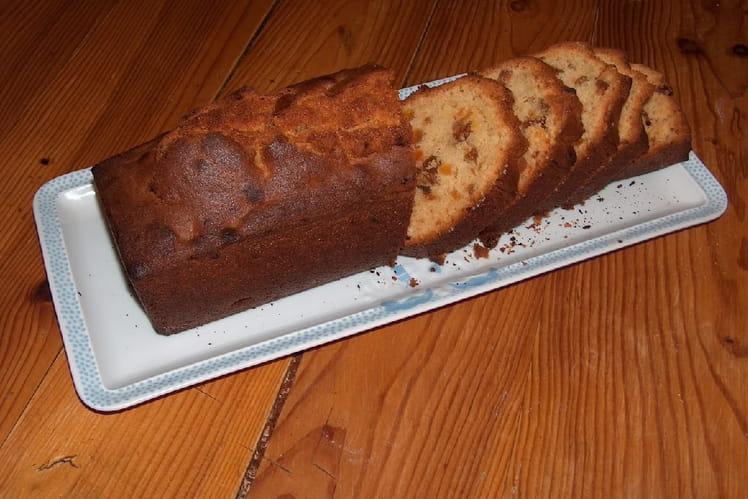 Cake aux figues, abricots et raisins secs