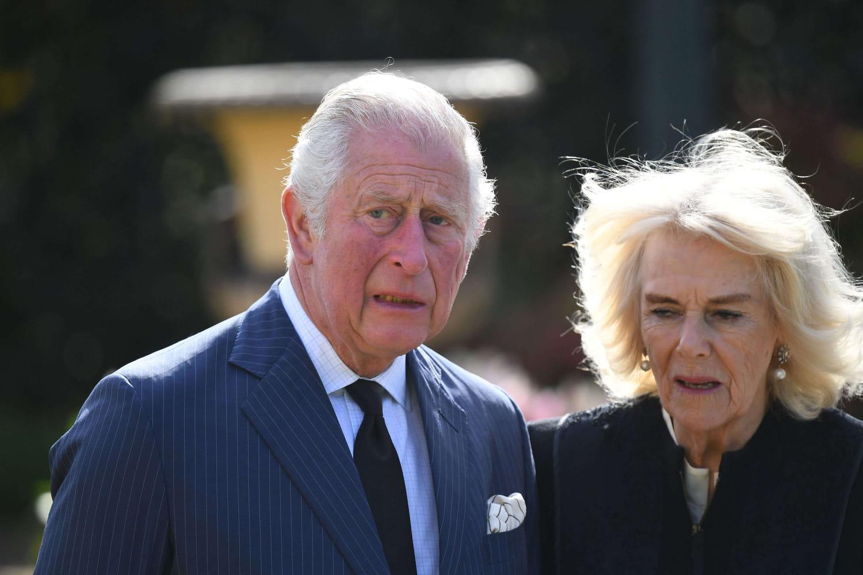 Charles et Camilla, en pleurs devant les hommages au Prince Philip