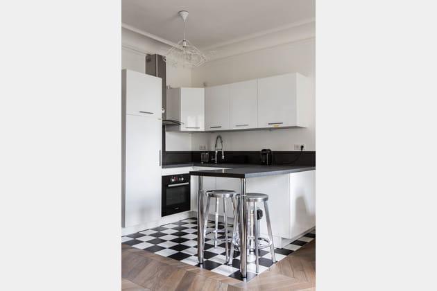 une cuisine ouverte sur la pi ce vivre. Black Bedroom Furniture Sets. Home Design Ideas