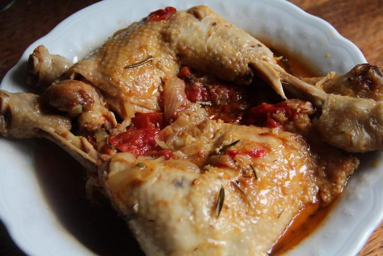 Cuisses de poulet aux tomates et à la bière