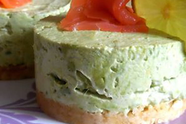 Cheesecake à l'avocat et au saumon fumé
