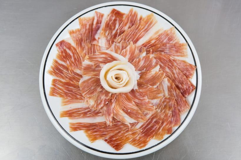Jambon pata negra comment le d couper - Comment couper un jambon iberique ...