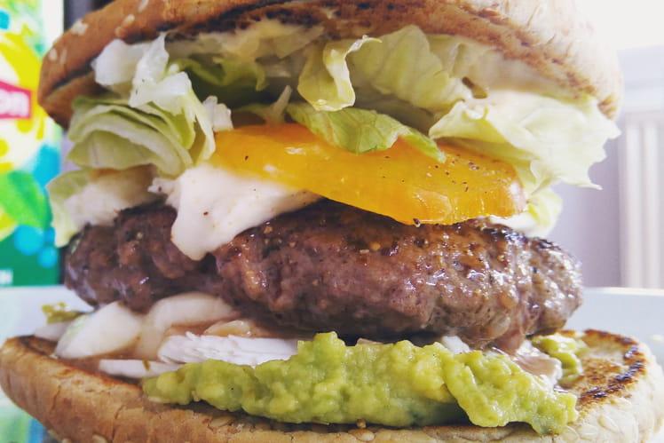 Burger Bœuf et crudités sur guacamole