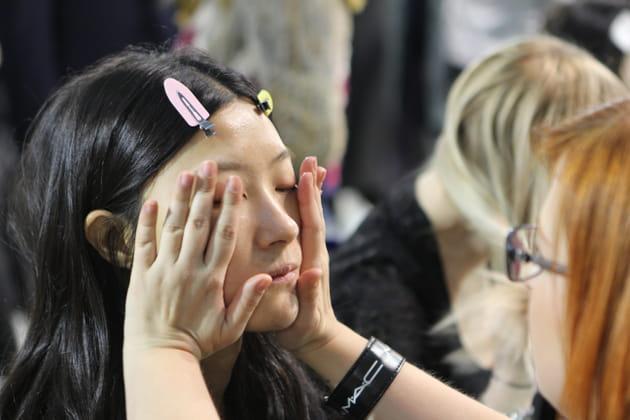 Massage facial pour un visage relaxé