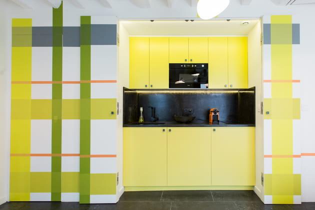 Une cuisine en cossais vert et jaune - Cuisine jaune et verte ...