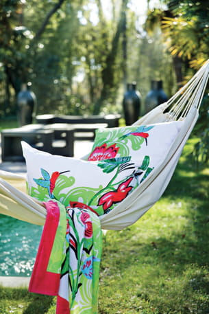drap de plage colibri de carr blanc. Black Bedroom Furniture Sets. Home Design Ideas