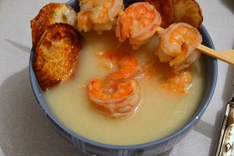 Soupe blanche : chou-fleur, navet et crevettes