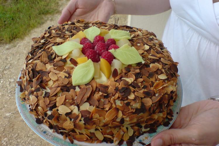 Gâteau d'anniversaire tutti-frutti aux amandes
