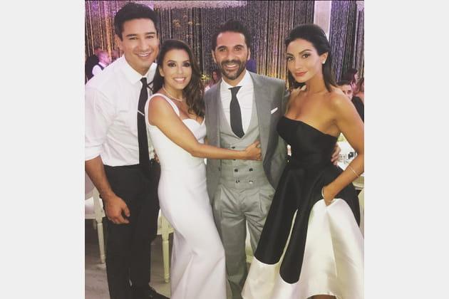 Mario Lopez, sa femme et les mariés