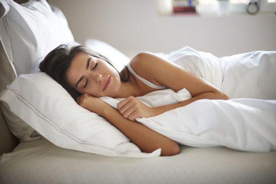 Vous faites la grasse-matinée le weekend pour compenser vos courtes nuits de la semaine