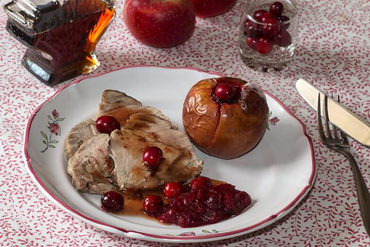 Rôti de porc aux pommes farcies à la compotée de canneberges