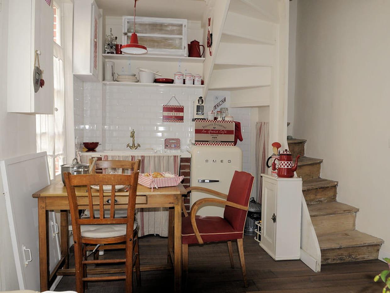 cuisine sous un escalier