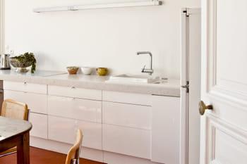 cuisine blanche 45 photos pour une pi ce ultra lumineuse. Black Bedroom Furniture Sets. Home Design Ideas