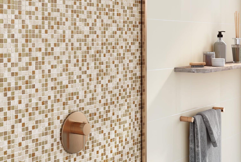 Mosaïque dans la salle de bains: choix, pose et entretien