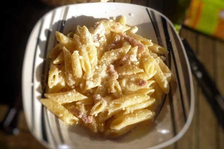Pâte crême lardons oignons parmesan