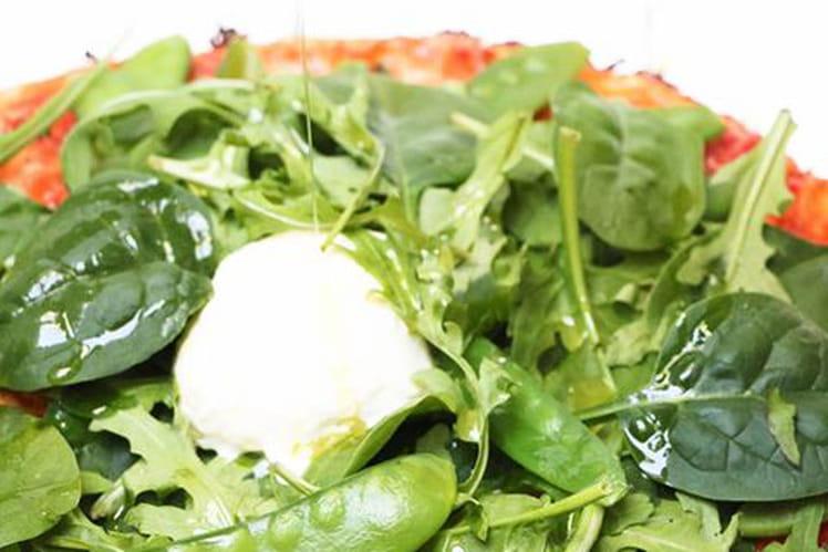 Pizza verte aux épinards, pois gourmands et mozzarella