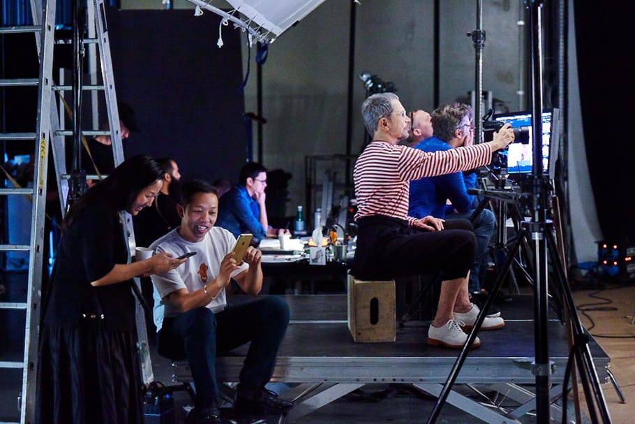 Chloë Sevigny, Rosario Dawson et Jean-Paul Goude en backstage de la campagne Kenzo X H&M