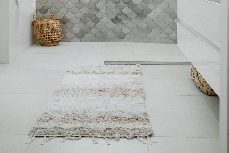Quel tapis sur un carrelage blanc?