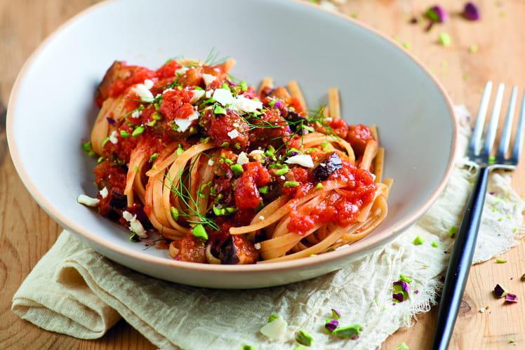 Linguine à la sauce tomate et aux aubergines