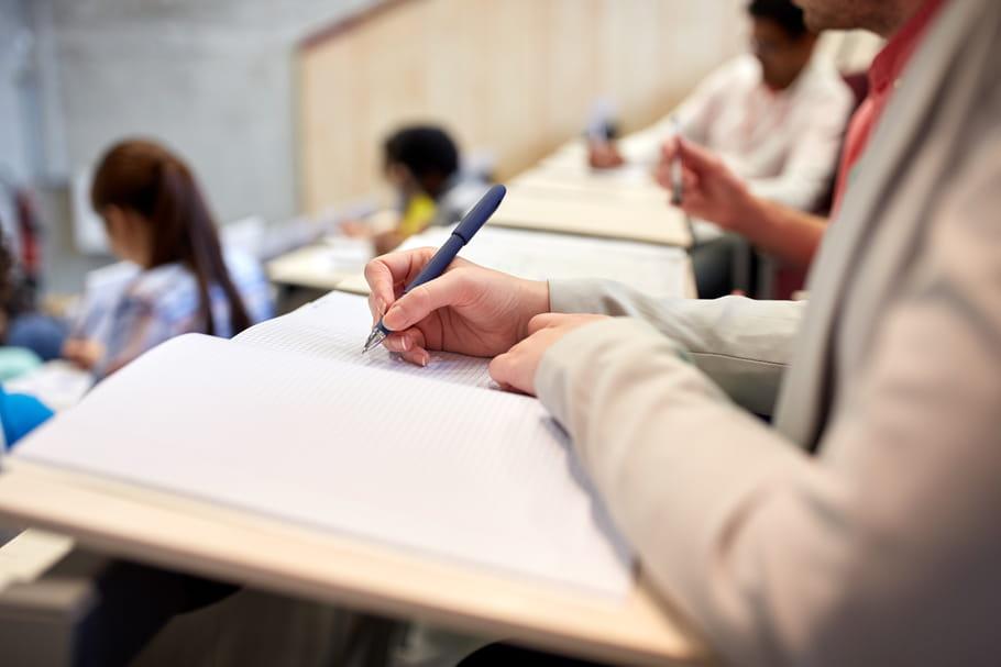Grèves et examens: que proposent les universités aux étudiants?