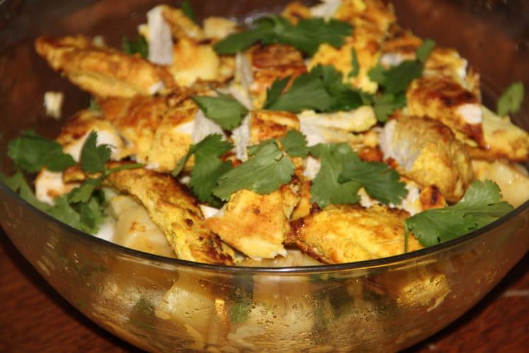 Salade épicée de pommes de terre et de poulet mariné à l'indienne