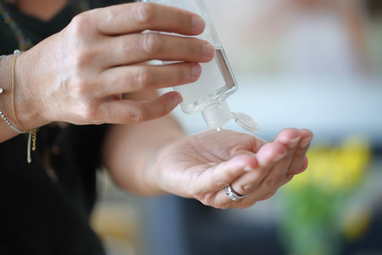 Le gel hydroalcoolique, un risque pour nos bijoux et vêtements?