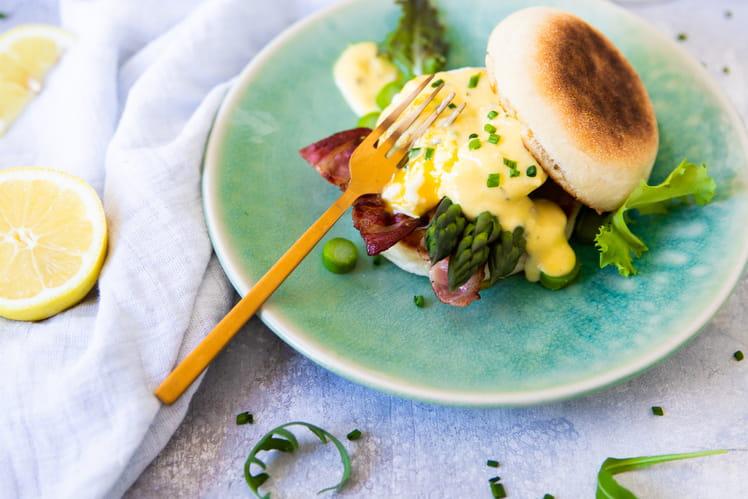 Oeufs Bénédicte asperges, bacon et moutarde à l'estragon