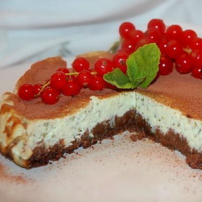 cheesecake à la menthe et sa sauce chocolat noir