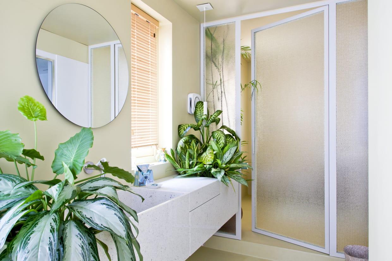 Une salle de bain nature pour se ressourcer