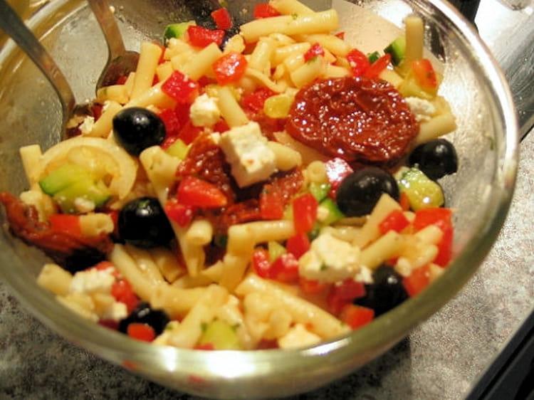 recette de salade de p tes la grecque la recette facile. Black Bedroom Furniture Sets. Home Design Ideas