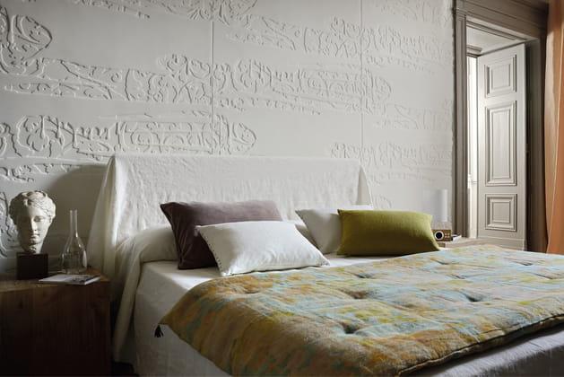 un papier peint en relief. Black Bedroom Furniture Sets. Home Design Ideas