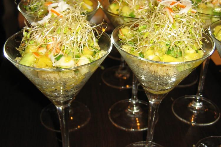 Verrine de quinoa, salade de surimi, mangue