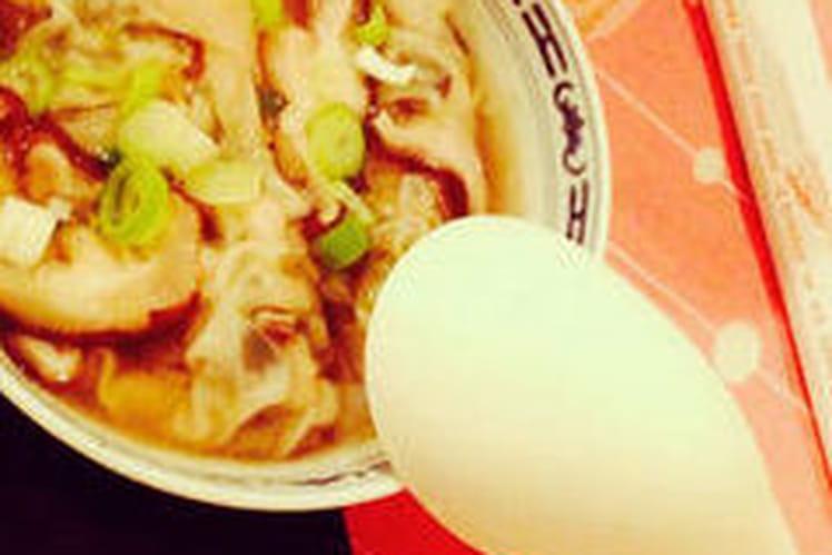 Bouillon de raviolis chinois