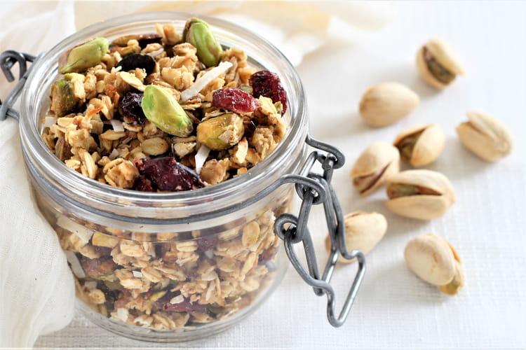 Granola maison aux pistaches Wonderful™, cranberries et noix de coco