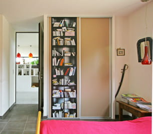 Une biblioth que qui ne prend pas de place for Meuble qui prend pas de place