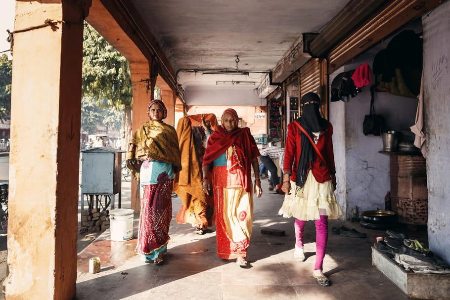 Violences sexuelles : les femmes, sommées d'éviter les jupes en Inde